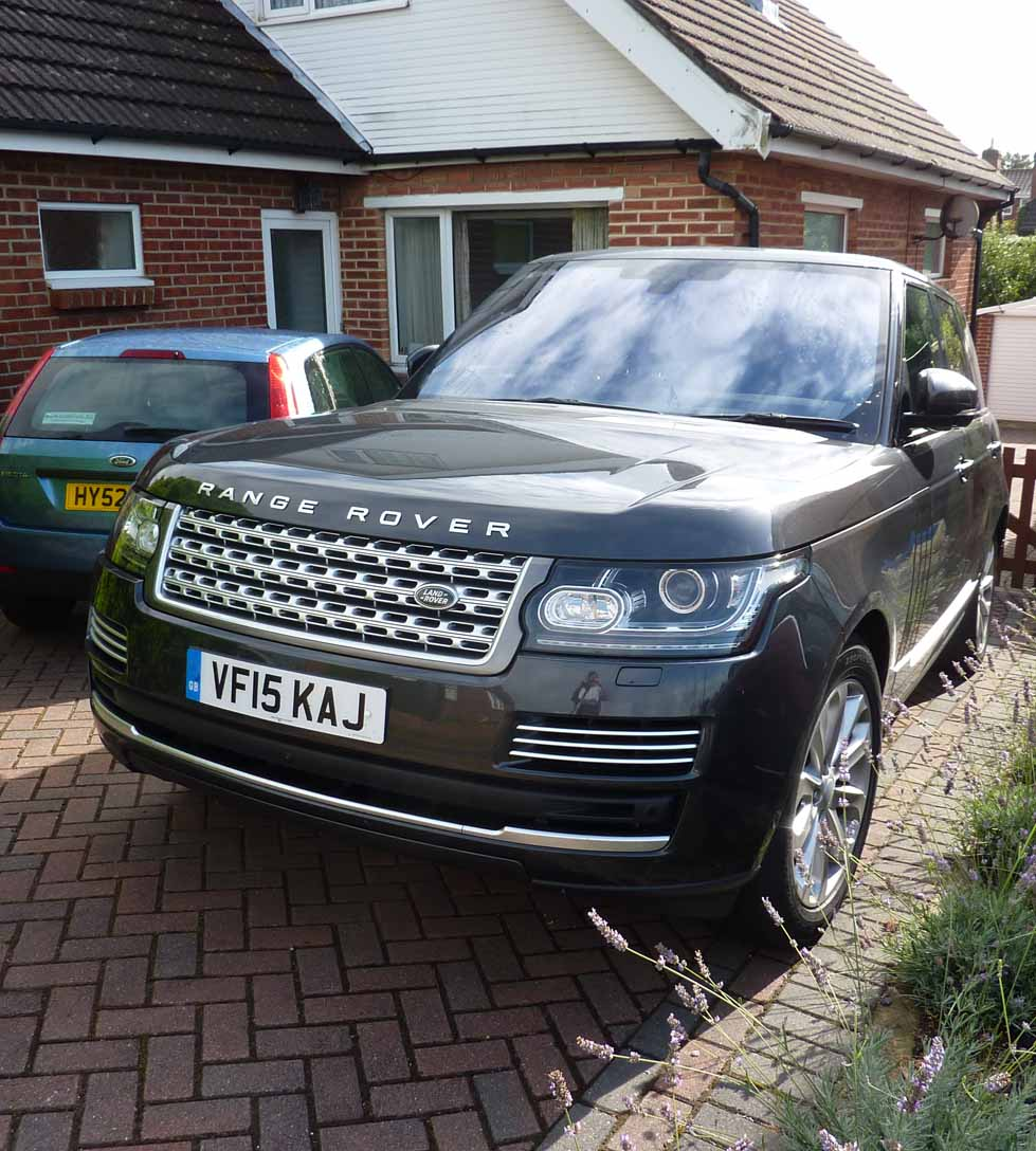 Range Rover head on lr